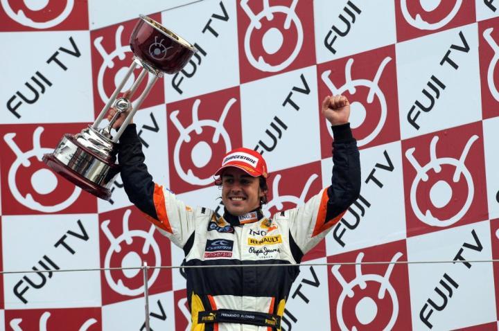 Fernando Alonso na podium GP Japonii 2008