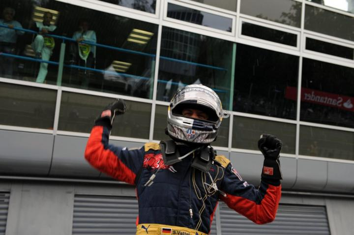 Vettel świętuje po zdobyciu pole position - GP Włoch 2008